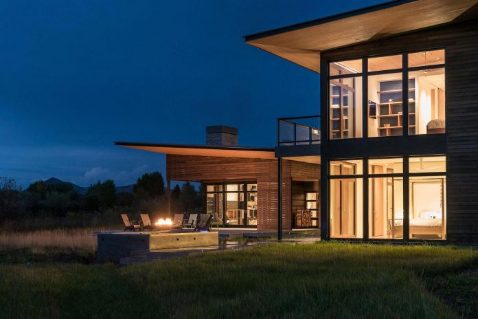 contemporary-mountain-house-set-flat-open-grassy-site-jackson-hole-wyoming-22