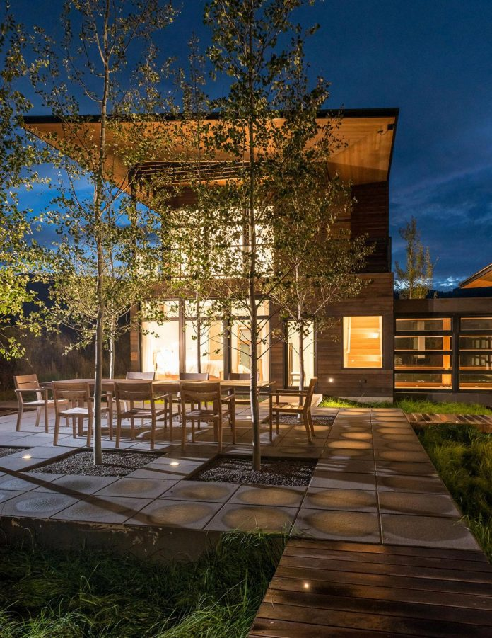 contemporary-mountain-house-set-flat-open-grassy-site-jackson-hole-wyoming-23