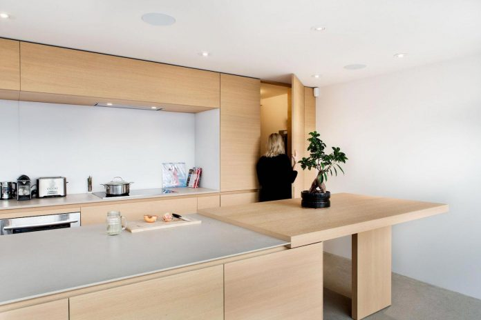 contemporary-penthouse-minimally-dressed-white-predominant-designed-students-06
