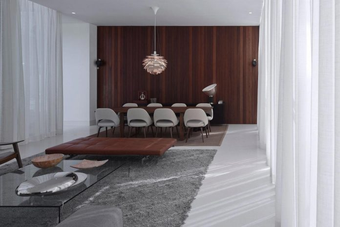contemporary-residence-located-hexagonal-plot-dense-pine-forest-06