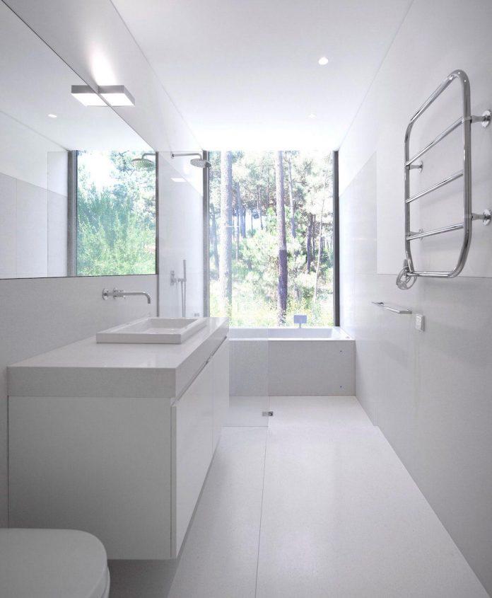 contemporary-residence-located-hexagonal-plot-dense-pine-forest-12