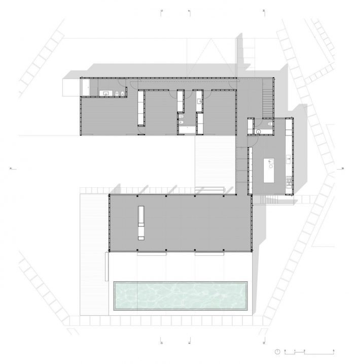 contemporary-residence-located-hexagonal-plot-dense-pine-forest-19