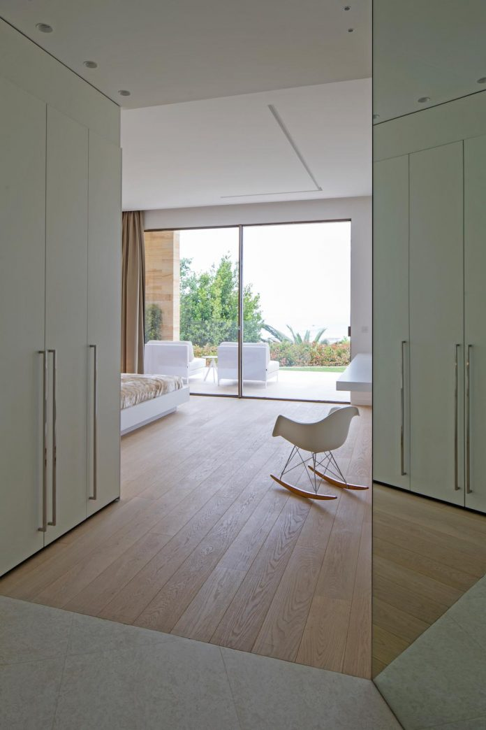 contemporary-stunning-house-cannes-french-riviera-07