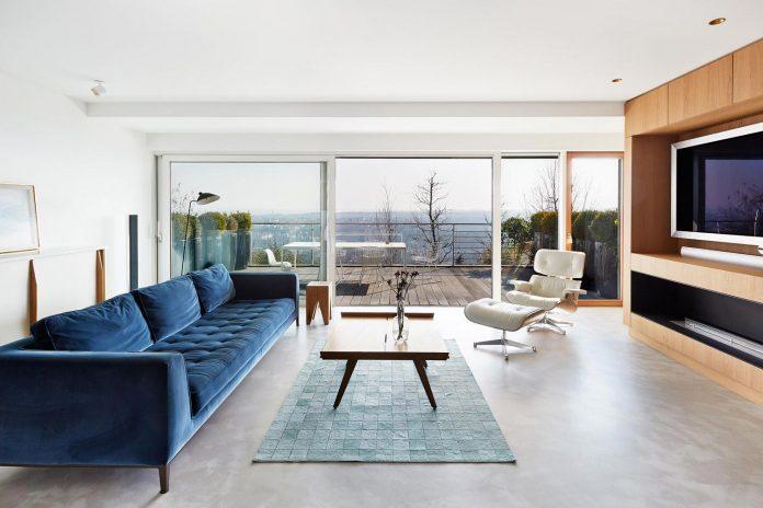 contemporary-triplex-apartment-prague-designed-bright-colours-03