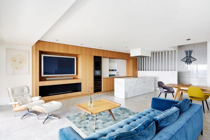 contemporary-triplex-apartment-prague-designed-bright-colours-05