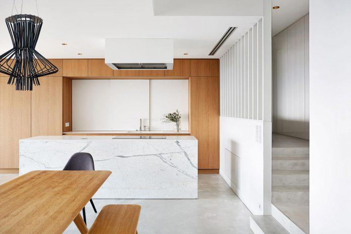 contemporary-triplex-apartment-prague-designed-bright-colours-07