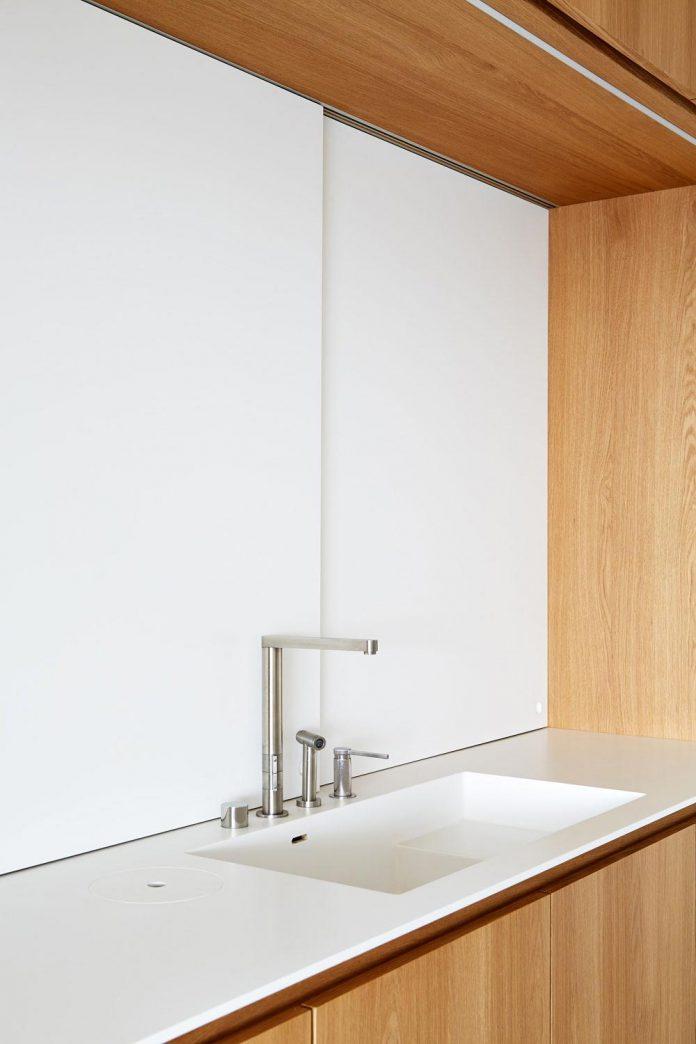 contemporary-triplex-apartment-prague-designed-bright-colours-08