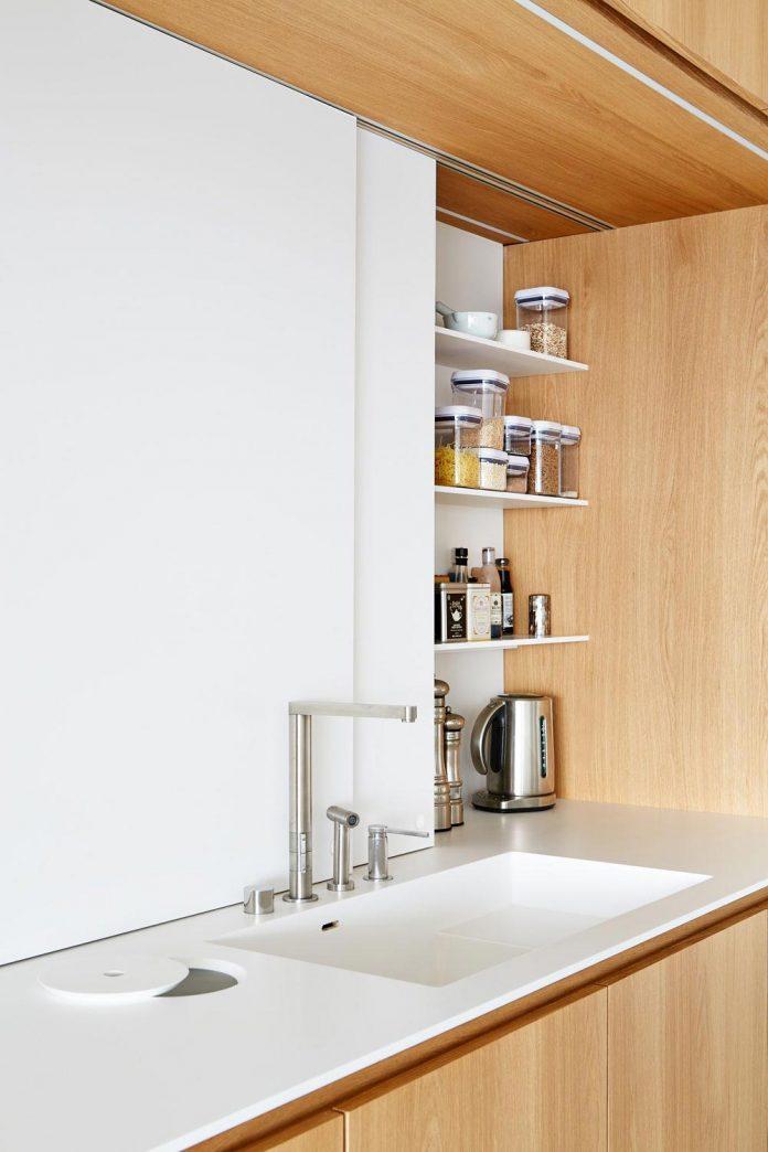 contemporary-triplex-apartment-prague-designed-bright-colours-09