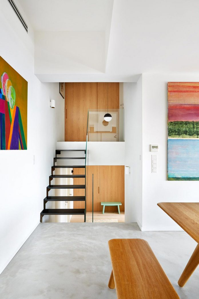 contemporary-triplex-apartment-prague-designed-bright-colours-10