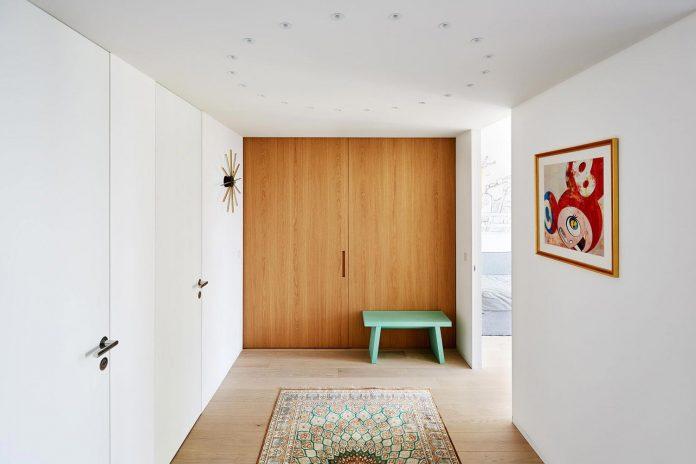 contemporary-triplex-apartment-prague-designed-bright-colours-12