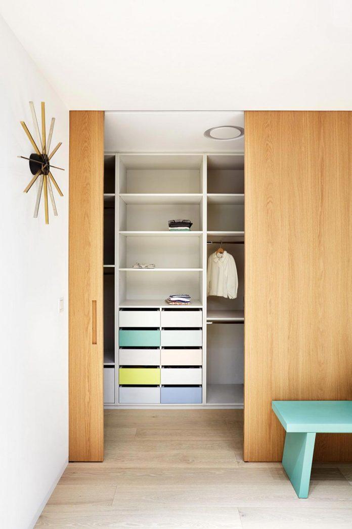 contemporary-triplex-apartment-prague-designed-bright-colours-13