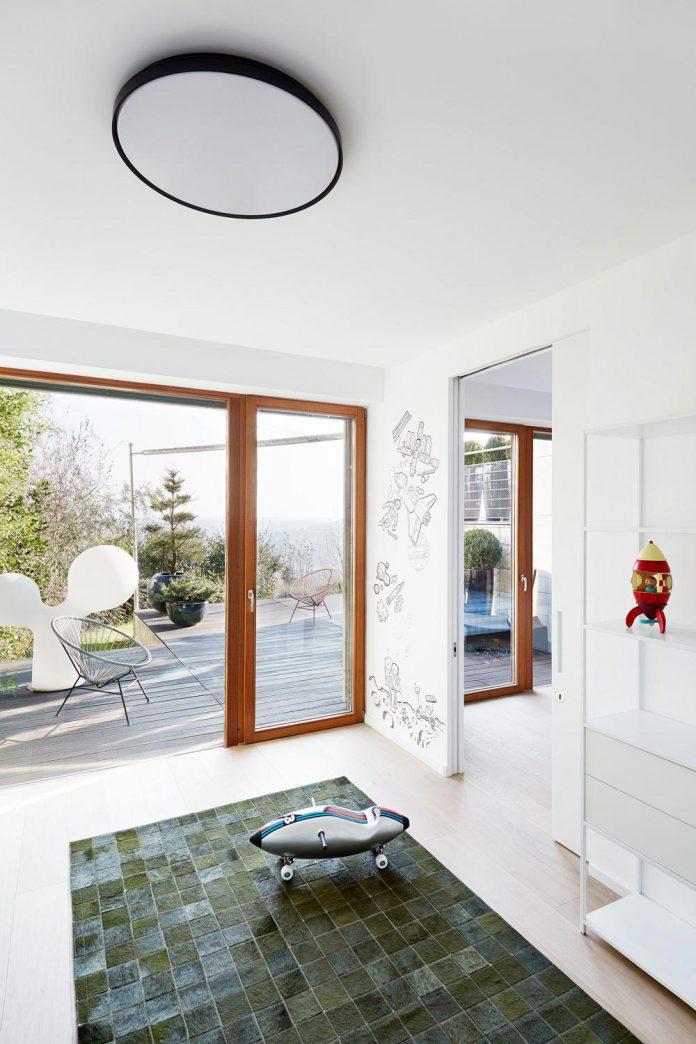 contemporary-triplex-apartment-prague-designed-bright-colours-15