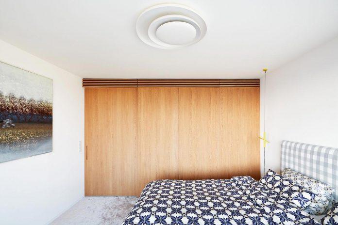 contemporary-triplex-apartment-prague-designed-bright-colours-17