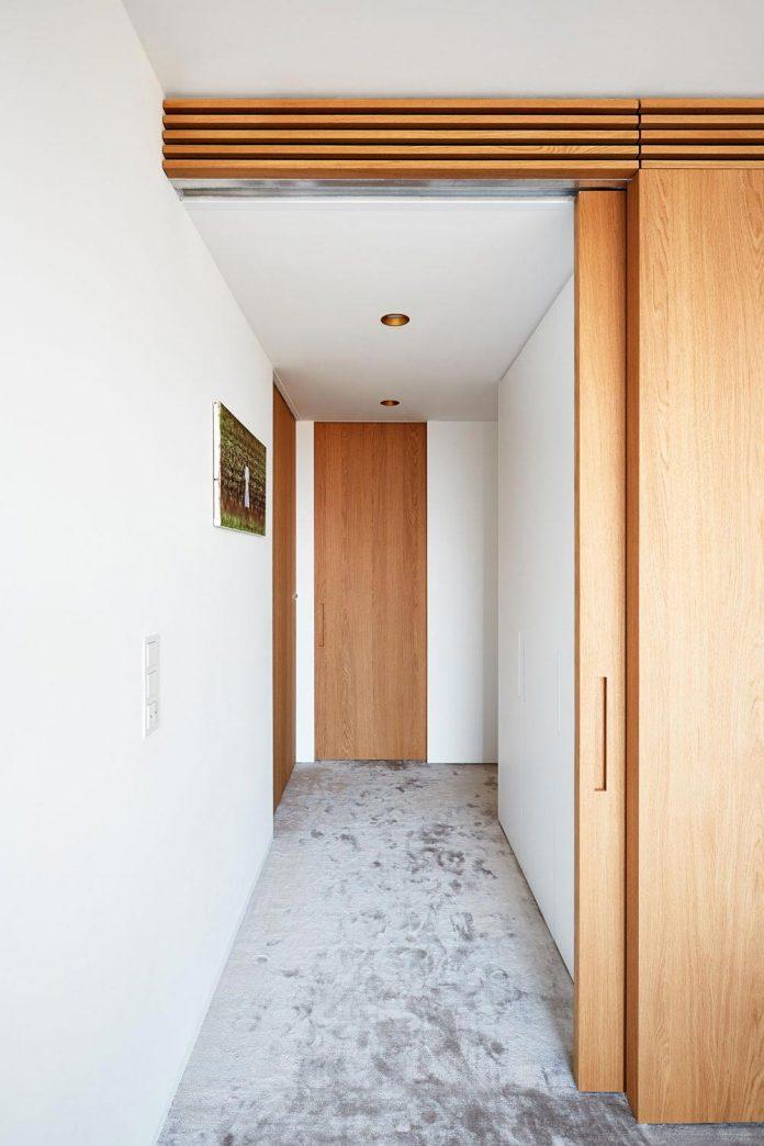 contemporary-triplex-apartment-prague-designed-bright-colours-18