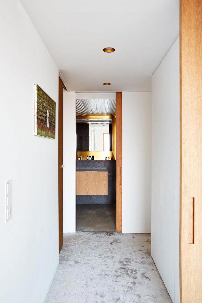 contemporary-triplex-apartment-prague-designed-bright-colours-19