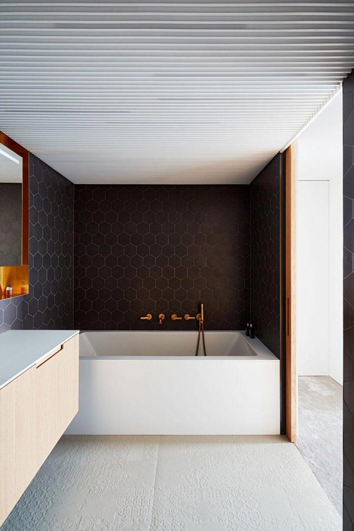 contemporary-triplex-apartment-prague-designed-bright-colours-21