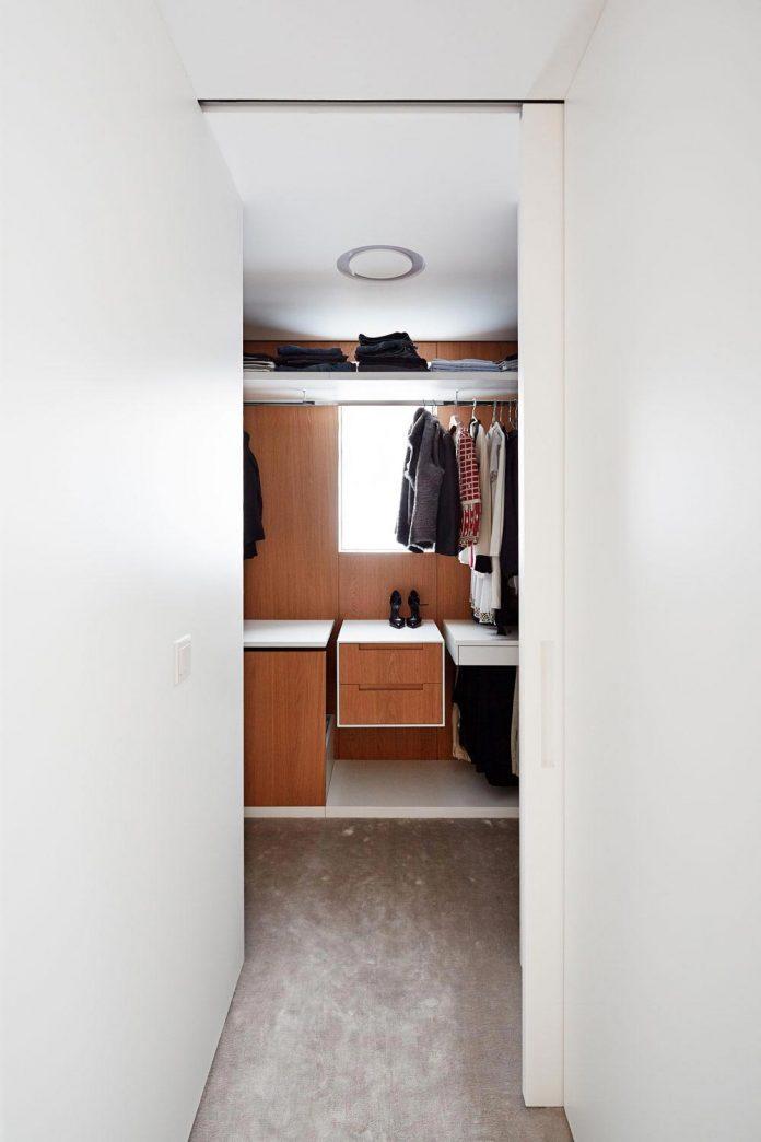 contemporary-triplex-apartment-prague-designed-bright-colours-27