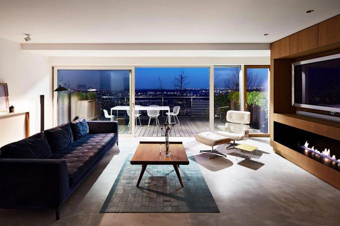 contemporary-triplex-apartment-prague-designed-bright-colours-28