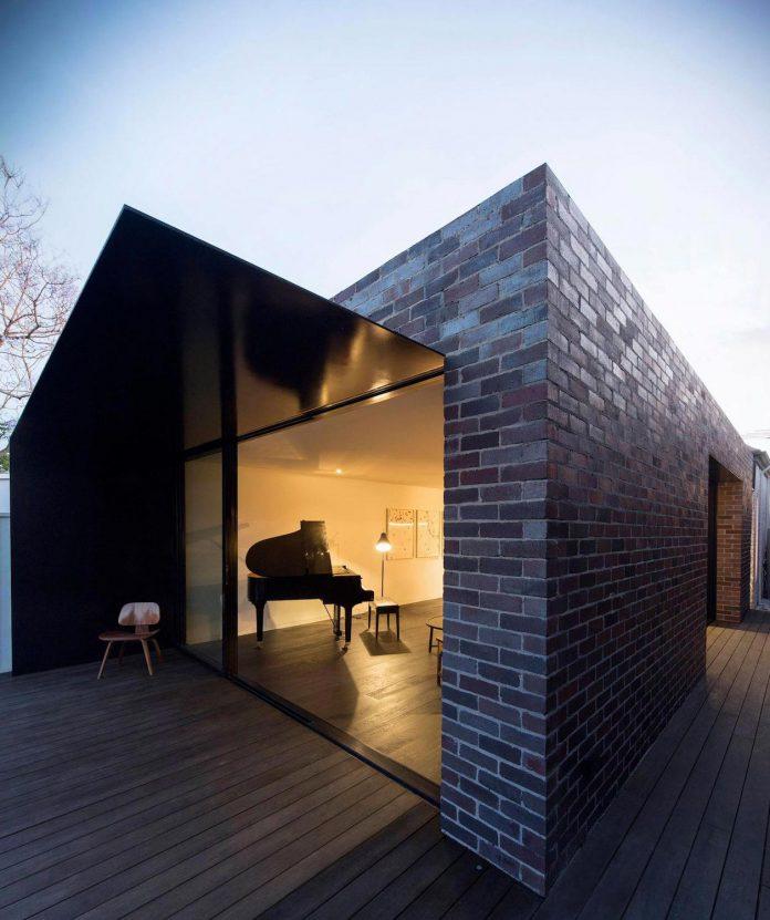 derelict-marrickville-cottage-now-contrasting-tones-light-dark-house-two-musicians-10