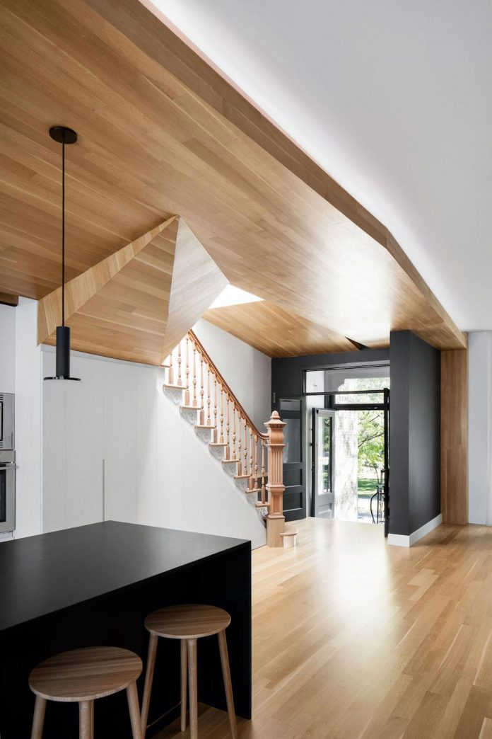 duplex-facing-lafontaine-park-wood-surfaces-extend-continuously-space-01