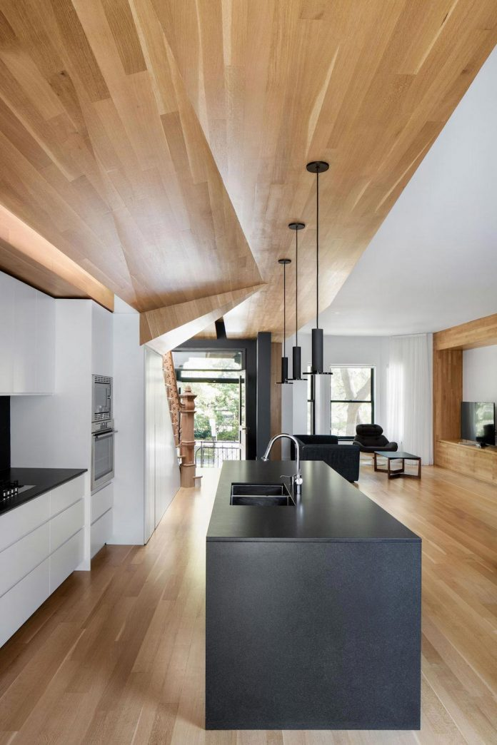 duplex-facing-lafontaine-park-wood-surfaces-extend-continuously-space-08