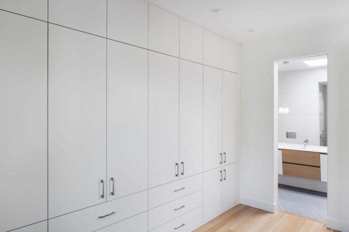 duplex-facing-lafontaine-park-wood-surfaces-extend-continuously-space-13