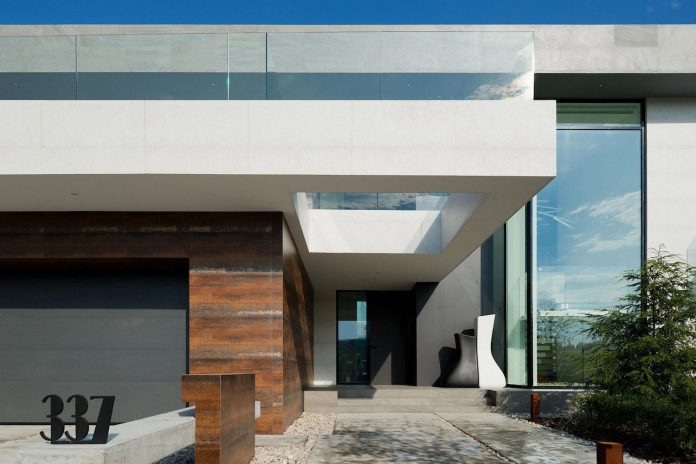 elegant-contemporary-country-house-suburbs-pestovo-russia-04