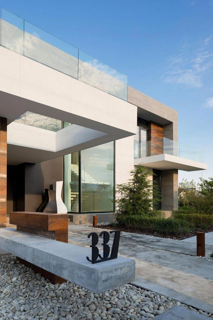 elegant-contemporary-country-house-suburbs-pestovo-russia-05