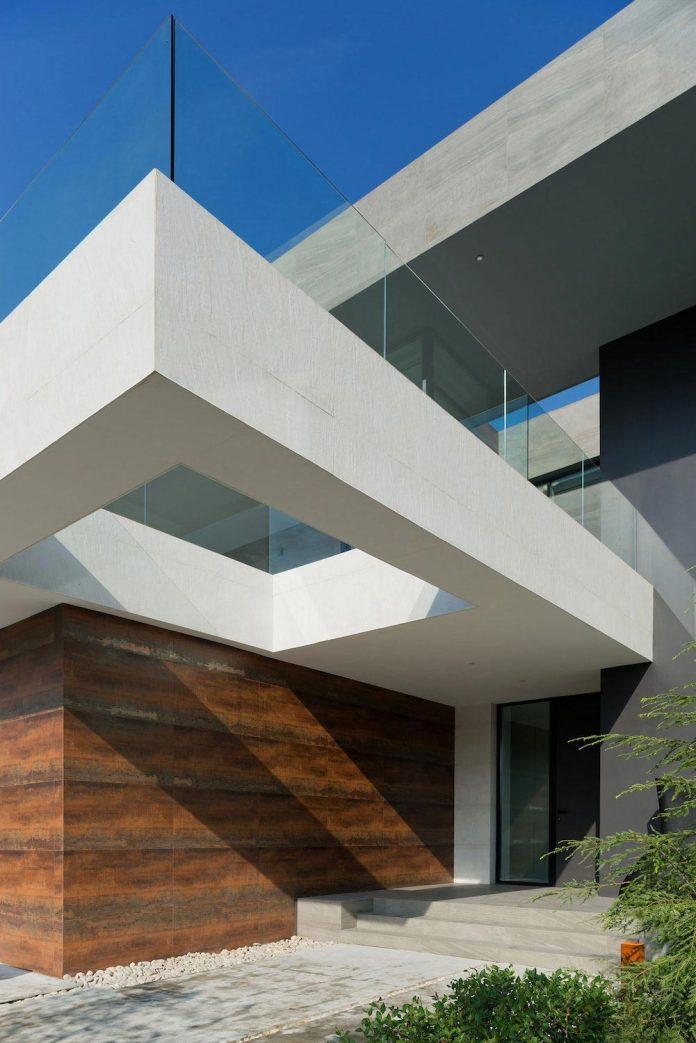elegant-contemporary-country-house-suburbs-pestovo-russia-06