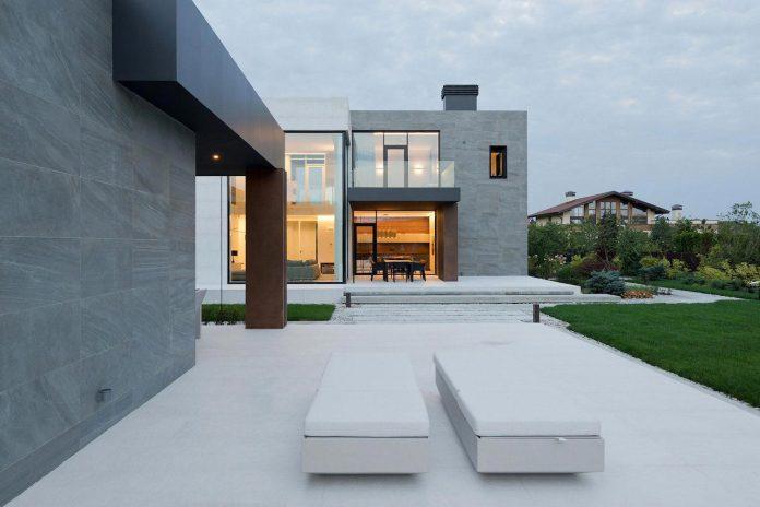 elegant-contemporary-country-house-suburbs-pestovo-russia-09