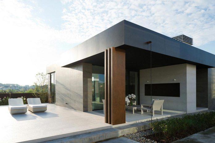 elegant-contemporary-country-house-suburbs-pestovo-russia-11