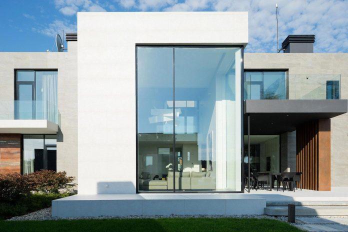 elegant-contemporary-country-house-suburbs-pestovo-russia-15