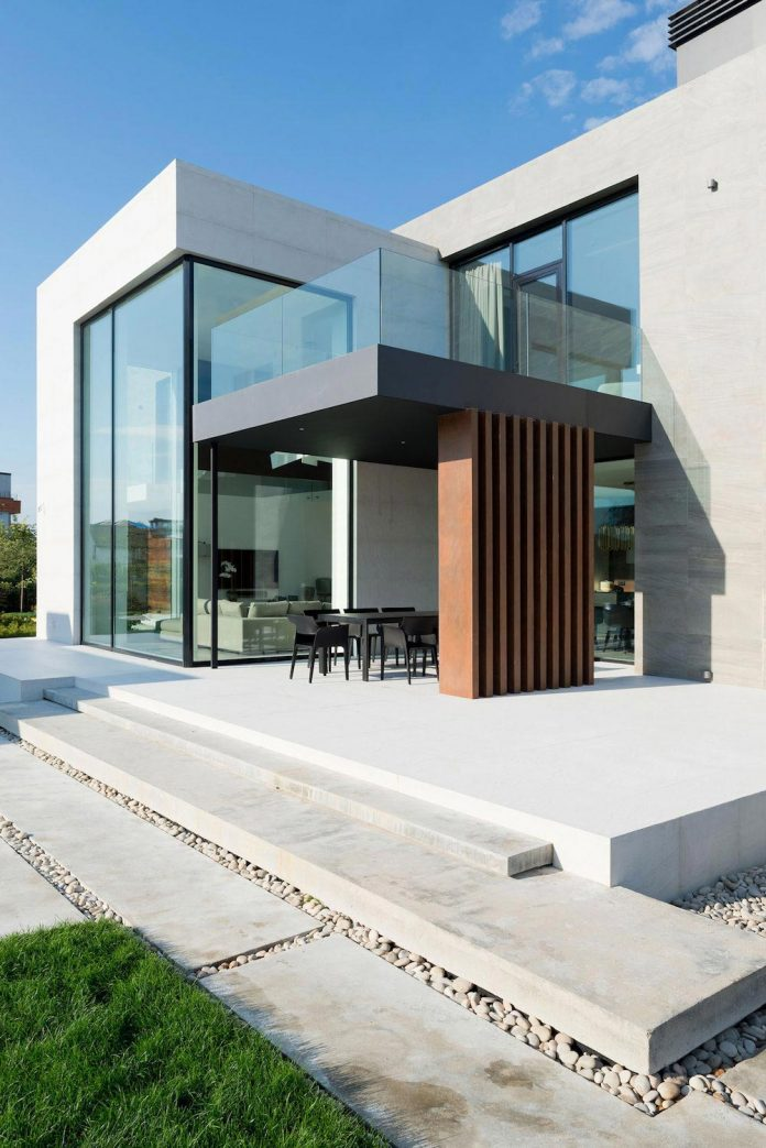 elegant-contemporary-country-house-suburbs-pestovo-russia-16