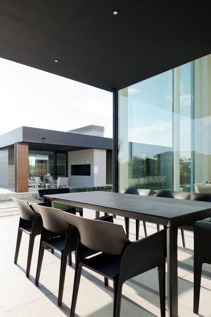 elegant-contemporary-country-house-suburbs-pestovo-russia-19