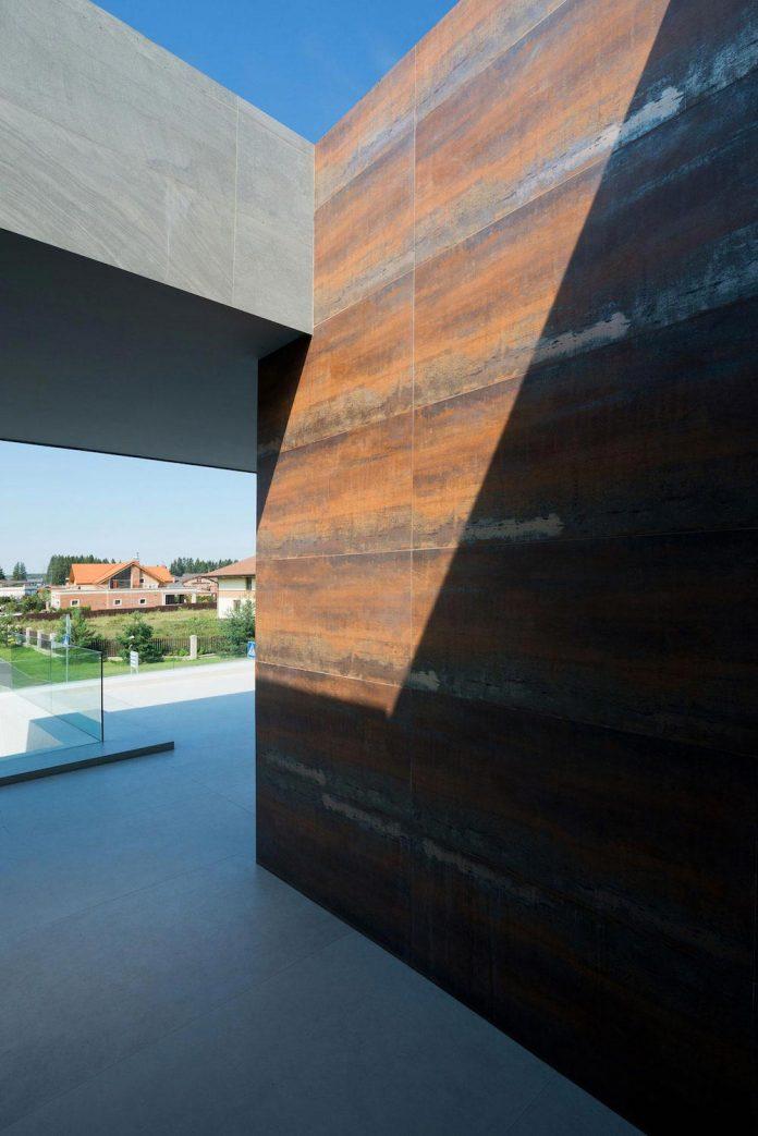 elegant-contemporary-country-house-suburbs-pestovo-russia-20