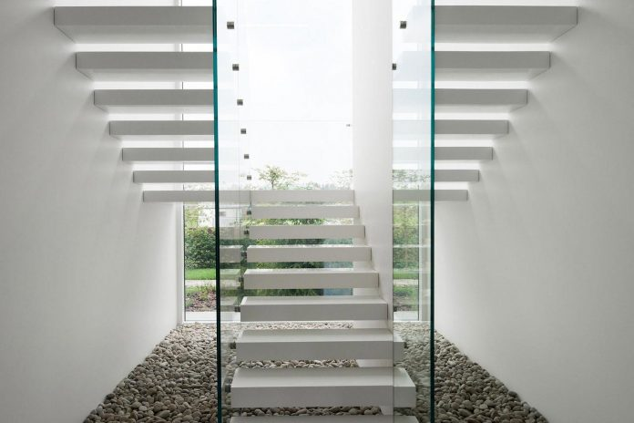 elegant-contemporary-country-house-suburbs-pestovo-russia-28
