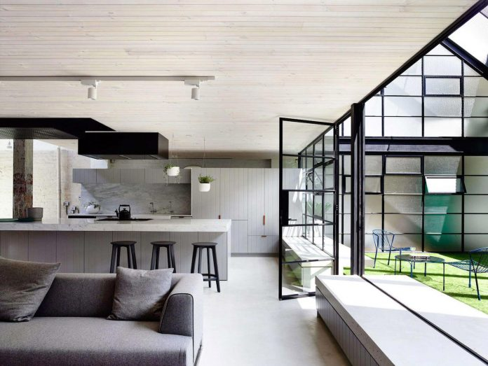 former-gritty-brick-warehouse-old-industrial-fitzroy-gets-modern-renovation-04