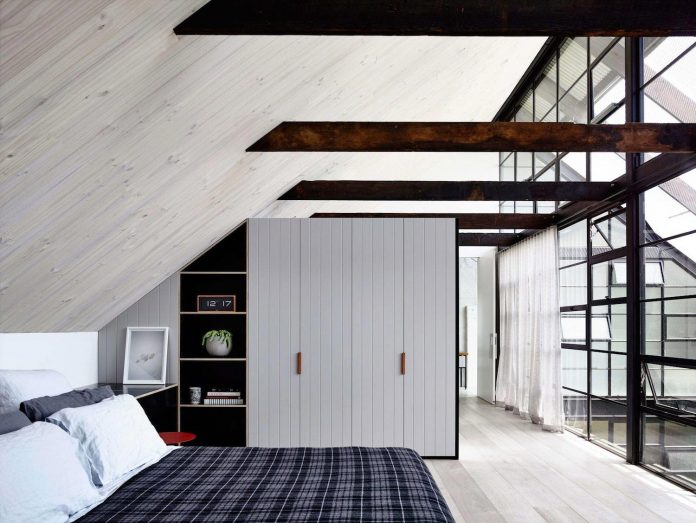 former-gritty-brick-warehouse-old-industrial-fitzroy-gets-modern-renovation-12