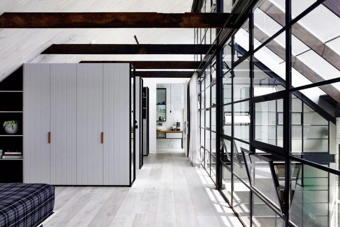 former-gritty-brick-warehouse-old-industrial-fitzroy-gets-modern-renovation-13
