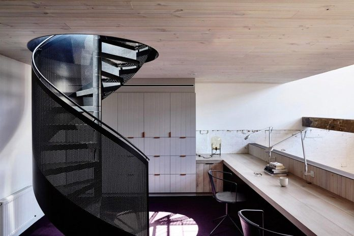 former-gritty-brick-warehouse-old-industrial-fitzroy-gets-modern-renovation-15