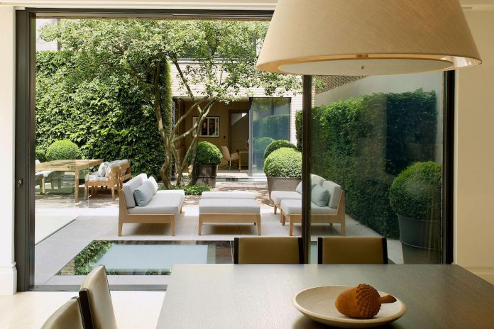 historic-mews-house-re-built-contemporary-style-notting-hill-london-03