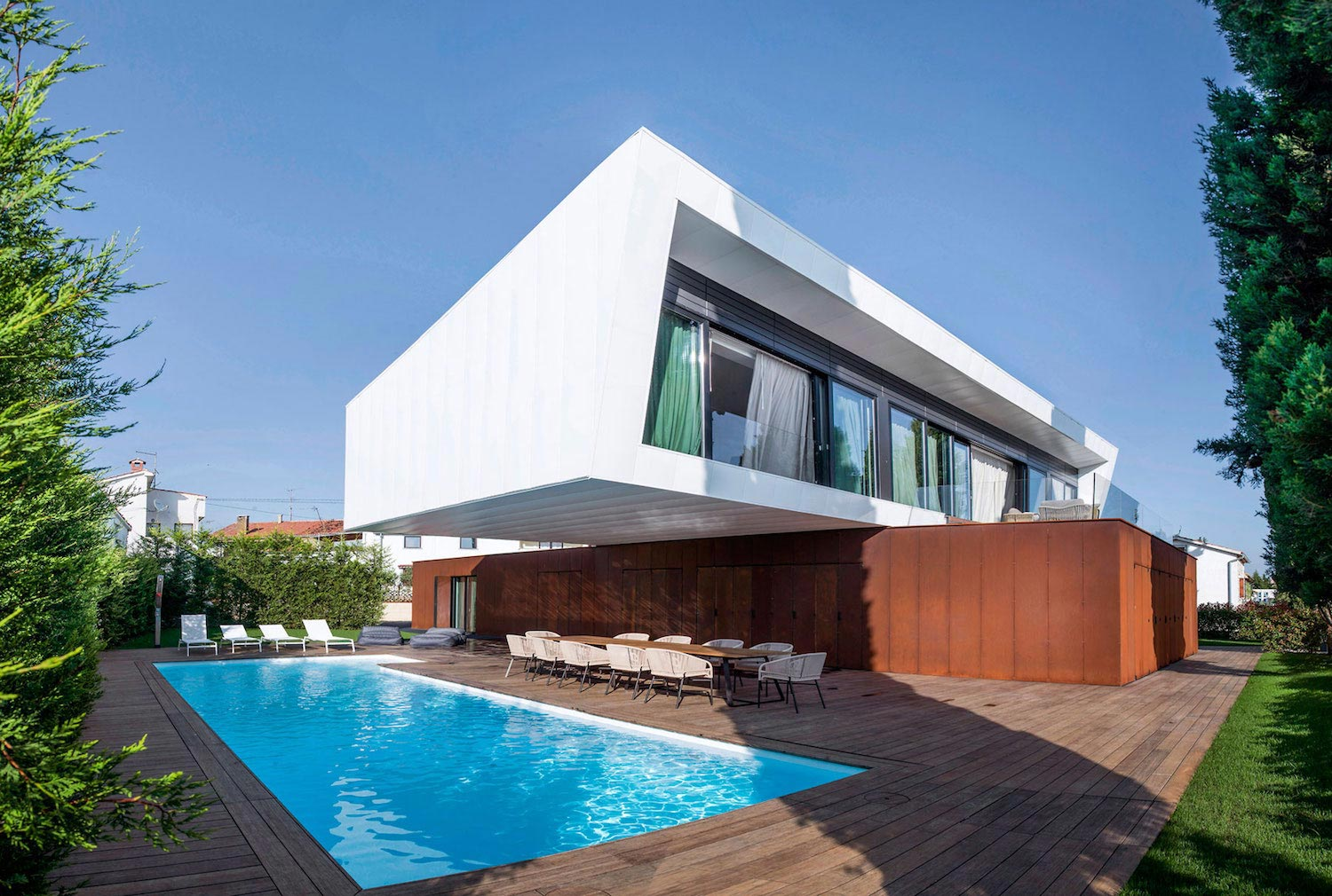 Holiday retreat home, the idea of a simple stroke, a swing of form that can enrich a functional and aesthetic vision - CAANdesign   Architecture and home design blog