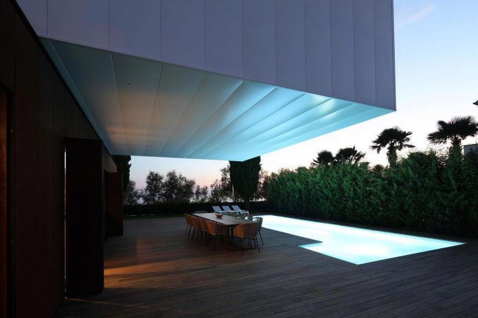 holiday-retreat-home-idea-simple-stroke-swing-form-can-enrich-functional-aesthetic-vision-10