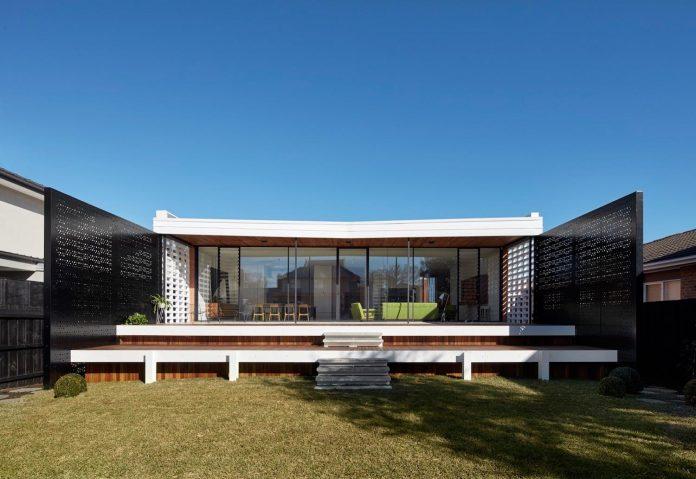 home-diverse-range-architectural-styles-edwardian-weather-board-californian-bungalow-red-orange-clinker-brick-09