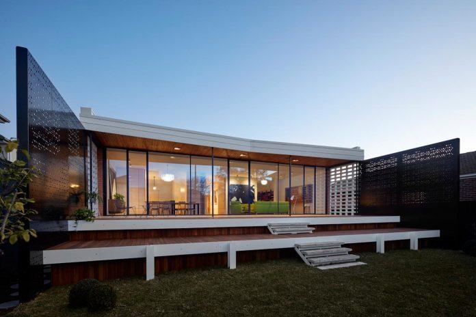 home-diverse-range-architectural-styles-edwardian-weather-board-californian-bungalow-red-orange-clinker-brick-16
