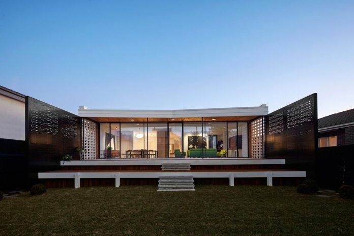 home-diverse-range-architectural-styles-edwardian-weather-board-californian-bungalow-red-orange-clinker-brick-17
