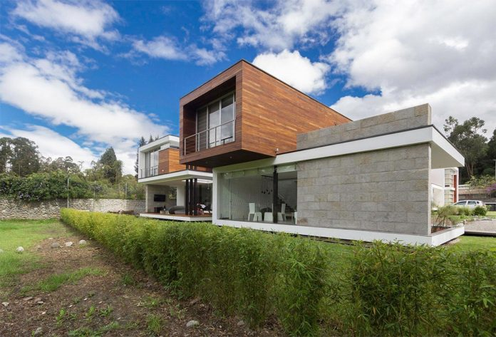 house-big-vain-glazed-obtaining-transparency-house-towards-natural-space-02