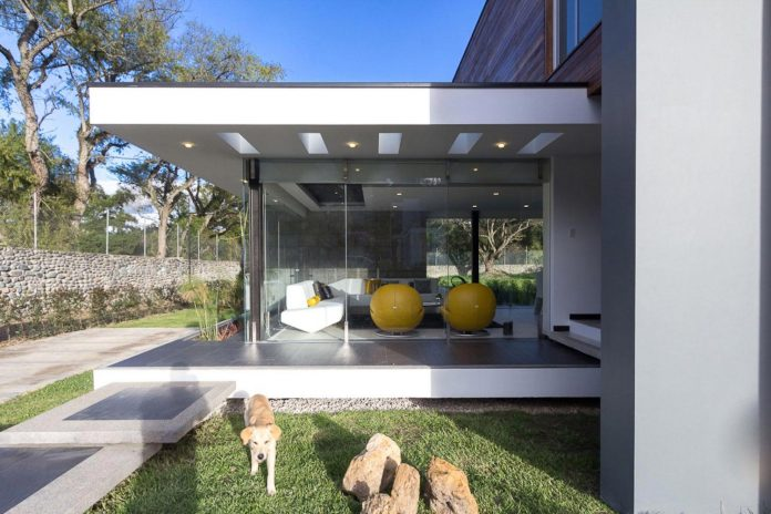house-big-vain-glazed-obtaining-transparency-house-towards-natural-space-05