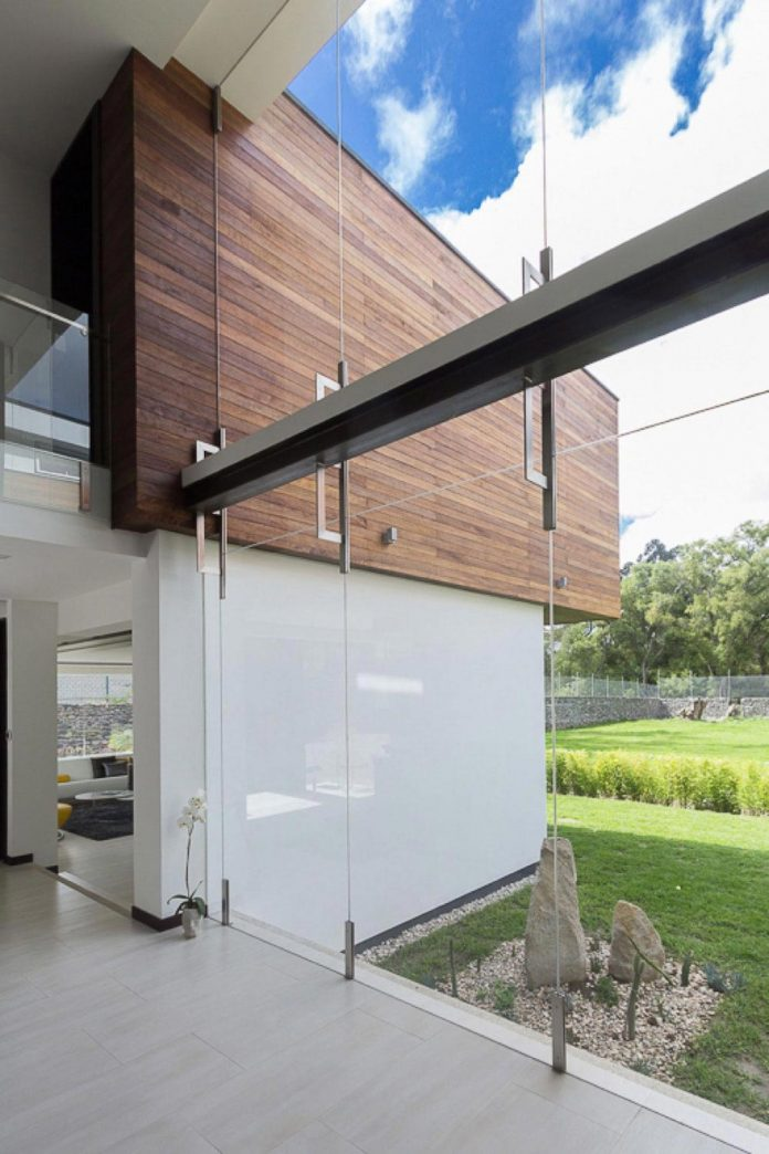 house-big-vain-glazed-obtaining-transparency-house-towards-natural-space-06