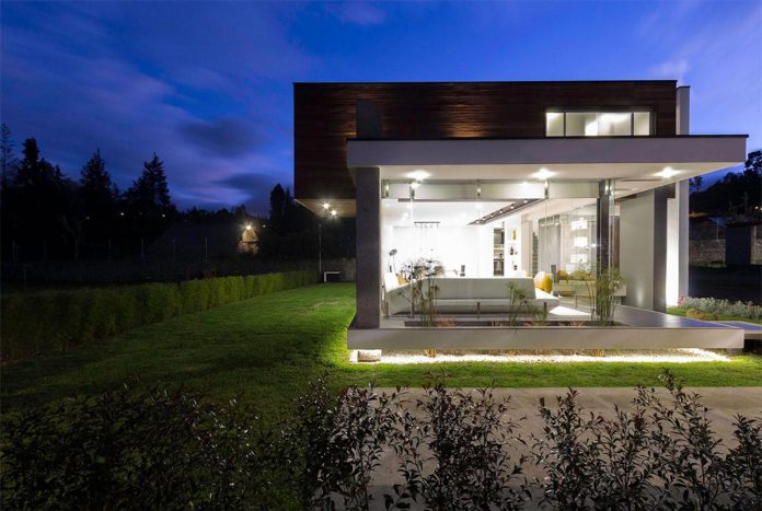house-big-vain-glazed-obtaining-transparency-house-towards-natural-space-09
